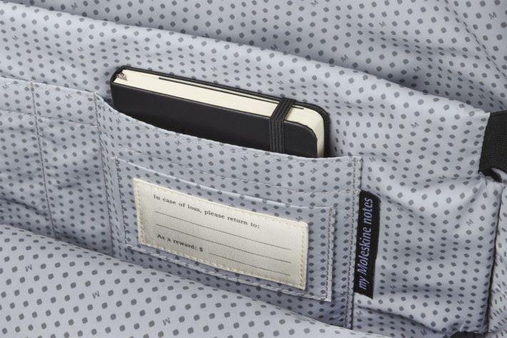 Moleskine 筆記簿專屬口袋和「遺失通知」提示。