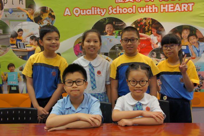 六位受訪學生分別是(左至右)(後排)葉阡泊、莫海欣、楊嘉良、何玉兒(前排)江曉彬及曾穎棋,他們均表示十分喜歡實驗課。