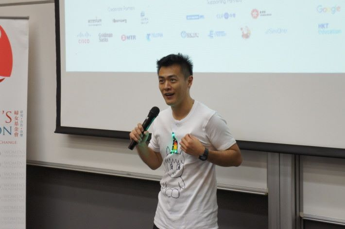 青年事務委員會主席劉鳴煒表示,在生活經驗裡,不少女性在IT方面的表現 甚至比男性略更勝一籌。