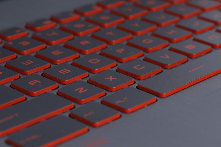 GV62 7RD 用上 SteelSeries 的電競鍵盤,按鍵觸感勝過不少同級產品。