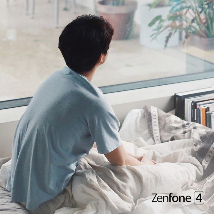 孔劉是剛剛起床看窗外風景嗎?