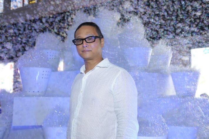 日本當代藝術家大卷伸嗣希望透過這個藝術裝置,利用泡泡和傍晚時的燈光,為大家帶來美麗歡樂的回憶。
