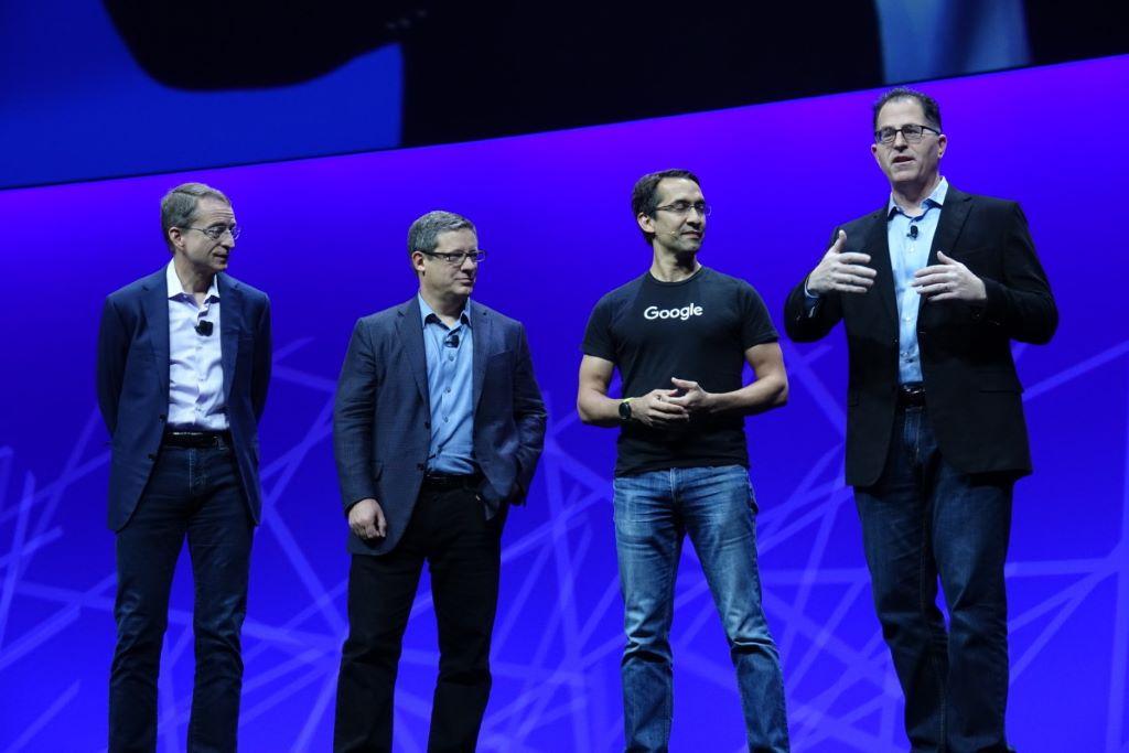 VMware 行政總裁 Pat Gelsinger、Pivotal 行政總裁 Rob Mee、Google 雲端部門副總裁 Sam Ramji 和 Dell EMC 主席 Michael Dell 齊集,介紹 PKS。