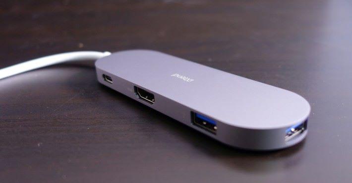 備有 HDMI 和 讀卡器,USB C 接口更支援 PD 2.0 技術。