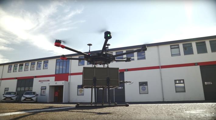 原本由 DJI M600 改裝的無人機,可盛載 3kg 貨物。