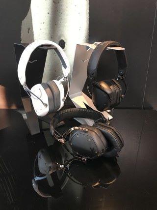 剛實的造型配上鑑聽級音質,深受職業 DJ 愛戴。