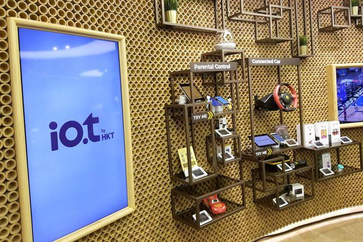 io.t專區陳列多種支援IoT的裝置及服務方案。