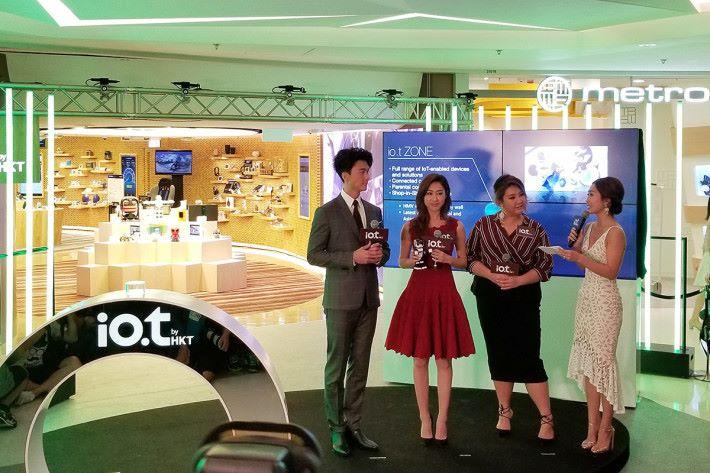 io.t by HKT 開幕,更邀得王浩信、胡定欣與鄭欣宜作嘉賓,一齊參觀概念店。