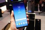 機身大小其實同 Galaxy S8+ 相差不遠,但機身四角弧度就較細,令整部機看起來較為方正。