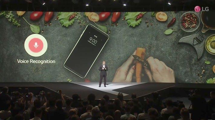 備有語音辦識系統,可以用來打開手機