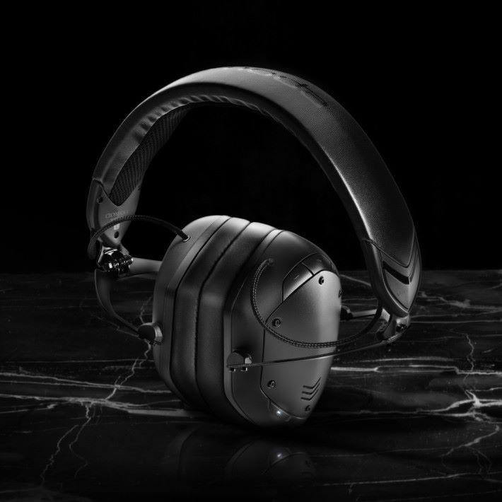 內摺式收納,是 CROSSFADE 2 WIRELESS 改良點之一,令耳機收納體積減少 50%。