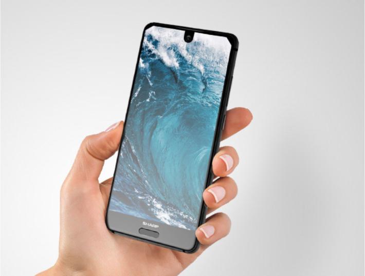 「異形全面屏」的超高屏估比設計,令5吋大小的機身塞入了一個5.5吋的屏幕,可見在握感、視覺與單手操作體驗上取得平衡。