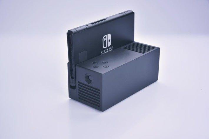 可放上 Switch 的投影器OJO