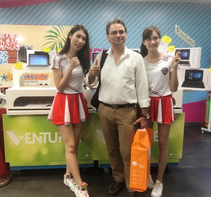除了本地用戶,旺電「夏日熱爆購物祭」更吸引到不少外地遊客購物。