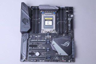 ●規格:E-ATX ●平台:Socket TR4  ●晶片組:AMD X399  ● DIMM:8×DDR4-2133~3600(OC) ●擴充槽: 4×PCI-E 3.0 x16、1×PCI-E 2.0 x4、1×PCI-E 2.0 x1  ●儲存裝置:6×SATA 6Gb/s、2×M.2 22110(ROG DIMM.2)、1×M.2 2280、1×U.2  ●網絡:Gigabit LAN、802.11ad 4,600Mbps Wi-Fi、802.11ac 867Mbps Wi-Fi、 Bluetooth 4.1、10Gbps LAN(ROG AREION 10G子卡) ●音效:Realtek ALC S1220 7.1Ch. HD Audio  ●音效輸 出:Audio Jack、Optical S/PDIF  ●其他:4×USB 3.1(前置:2;背板:2)、8×USB 3.0(前置:4;背板:8)、2-Way SLI HB Bridge、3-Way SLI Bridge、4-Way SLI Bridge、Fan Extension Card、ROG VGA Holder ●售價:4,880 ●查詢:ASUS(3582 4738)