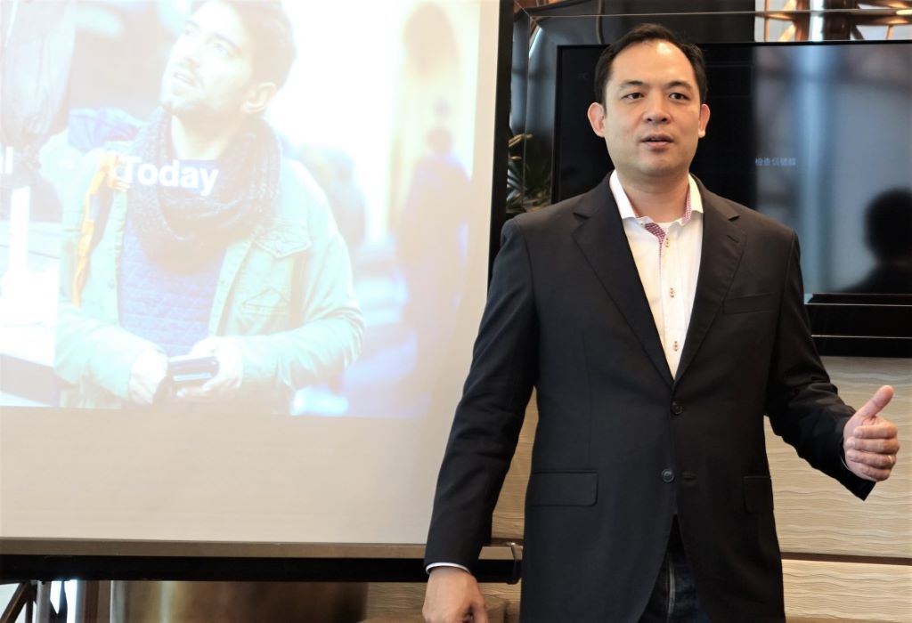 Warren Hayashi 指出,今天的消費者已進化到隨時隨地購物,零售商必須支援不同交易方法,才能滿足客戶。