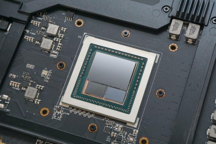 GPU 內建兩顆 HBM2。