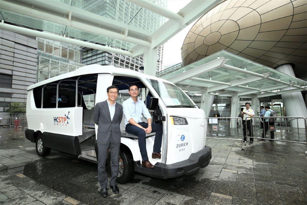 科技園不單支持香港發展智慧城市,還推動本地成為智慧城市應用輸出中心。黃克強(左)表示,科技園提供完整生態,可望加快創新成果推出市場。