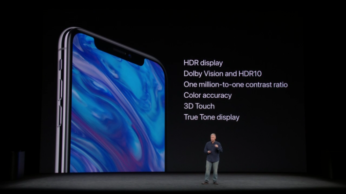 iPhone X 配備 2K OLED 3D Touch Retina 屏幕,支援 Dolby Vision 和 HDR10 。