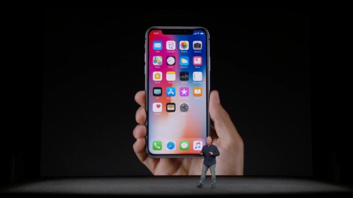 新機右邊多了個掣,主要用來呼叫 Siri 和 Apple Pay,不過不知道將來會不會有開發者用來做別的事情?
