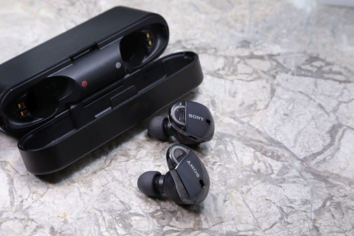 Sony 首對真無線藍牙耳機 WF-1000X