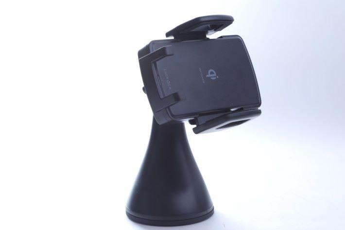 Energea Wimount 具備夾擘來穩穩夾著手機。