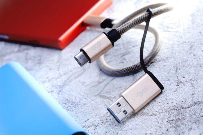 配有USB Type-A 的 USB Type-C 線