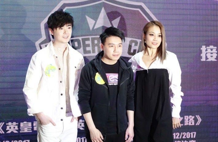 「英雄聯盟」世界冠軍 Toyz 劉偉健 (中) 擔任英皇電競的戰隊總監