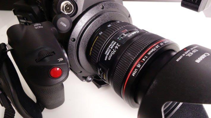 需配合 Canon 相機鏡頭使用。
