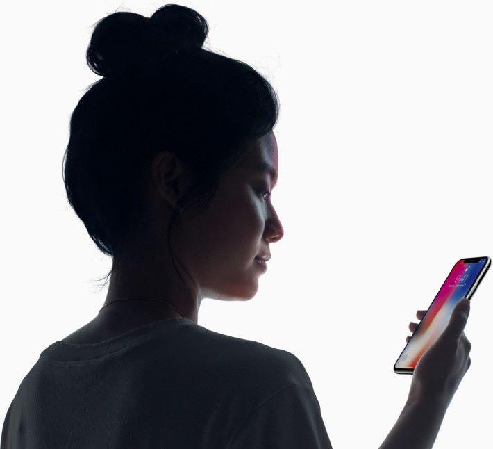 目前,只有 iPhone X 是採用 Face ID 技術。