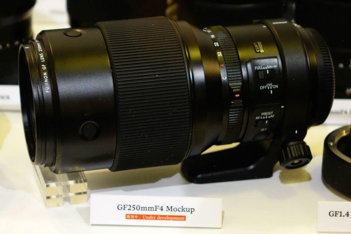 GF250mmF4 R LM OIS WR (相對焦距 198mm)預計於 2018 年中推出。