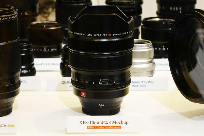 預計在 2018 年推出的 XF8-16mmF2.8R LM WR。