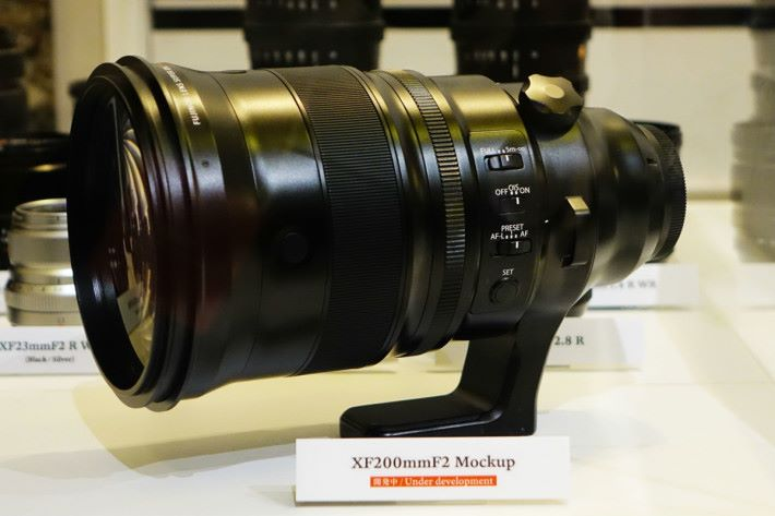 XF200mmF2 R LM OIS WR 預計下年推出。