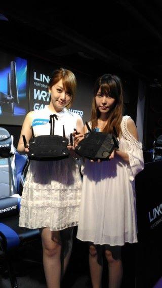是不是很想從 Rose Ma 及 Deer Chan 兩位女神手中,拿到 WRT32X Router 呢?