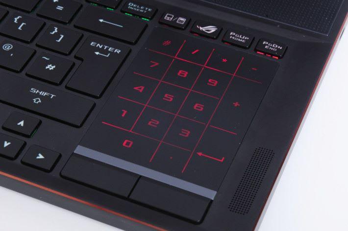 右邊的觸控板可切換成數字鍵模式。