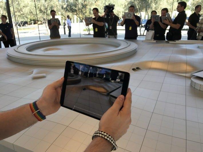 示範區目的是展示 iOS 11的 AR 新功能。