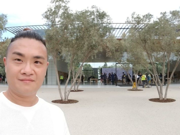 《PCM》記者 Alan 未能潛入 Apple Park,唯有跟新的 Apple Store Selfie 一下就算。