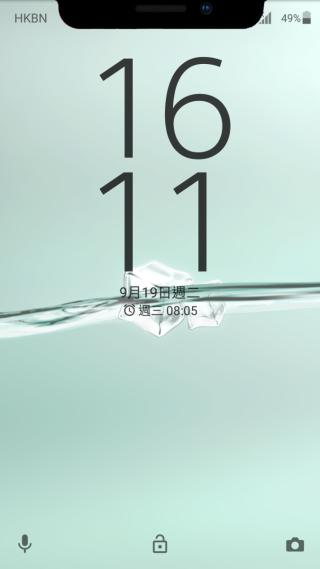 屏幕上方的 Wi-Fi、通知等 Icon 被模擬的「凹位」遮蓋。