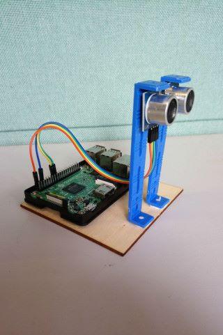 硬件上, Raspberry Pi 加入超聲波器已可,整體產品體積十分小巧。