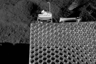 阿波羅十五號的回向反射器,由許多角反射器為單位組成。