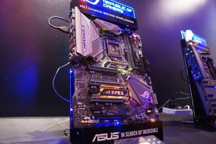 Maximus X Apex 燈光效果玩得更盡,並加入 AQC-108 5Gbps 有線網絡晶片。