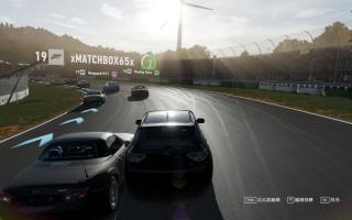 擬真級數的物理效果,猛烈的踫撞可能使車輛壞,導致難以操作及控制,甚 至有機會完全損毀要退出比賽。