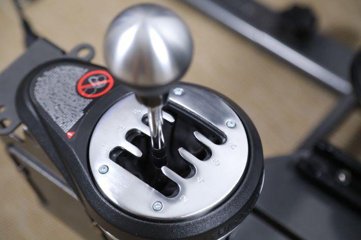 擴充式的波棍組合,H形切換可作 7+1 段調節,帶來真實的駕駛感覺。