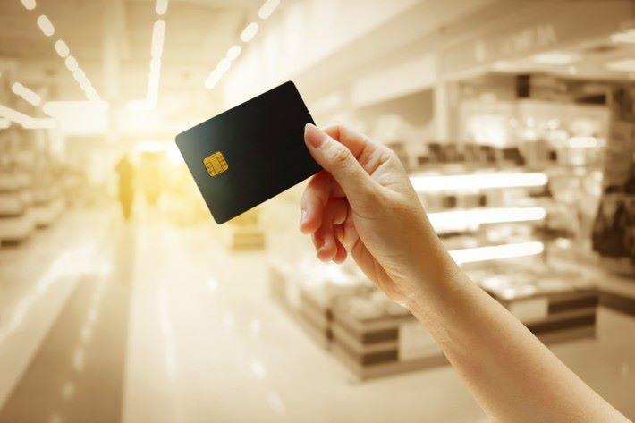 中國招募商銀行信用卡,在iPhone X 預售的2個多小時內,在Apple 官方網店的交易金額已突破 20 億元人民幣。