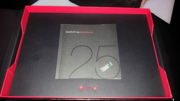 重點可能係盒內的「小紅點」。