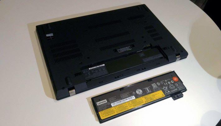 Notebook 可以換電,可能好多「新朋友」都未聽過,今次呢款機,電係可以拆嫁!