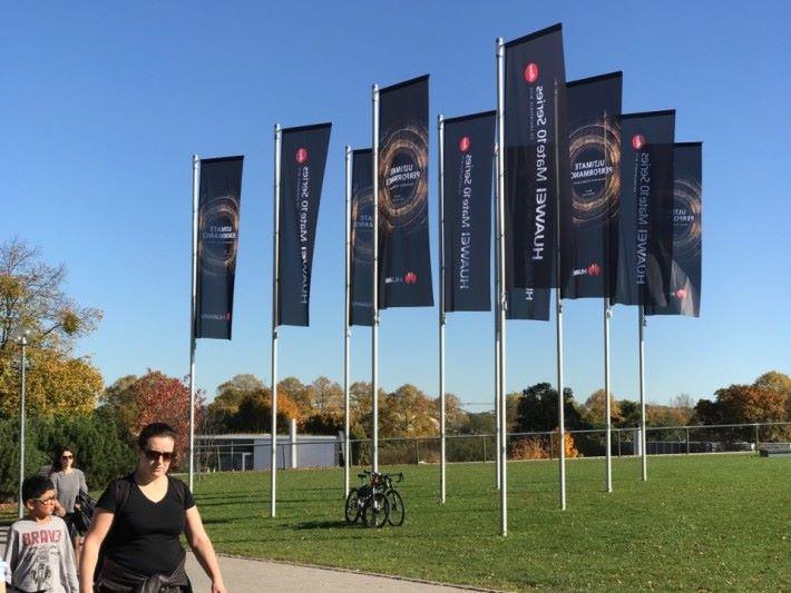 去到奧林匹克公園見到 HUAWEI 旗幟,就知發布會是在這邊舉行。