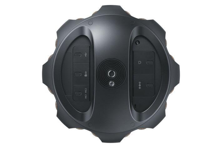 從機底可見 Samsung 360 round 具備各種不同介面。
