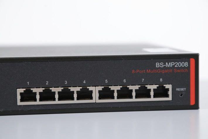 有 8 個 Port,每個 Port 都可行 10Gbps。