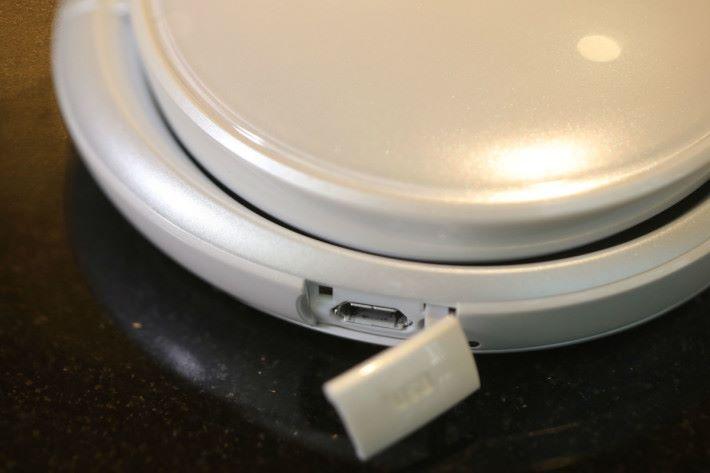 亦可以 USB 連接電腦作傳輸。